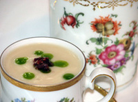 Small_apple_celery_root_soup_in_d_2