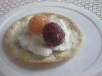 Goat_cheese_and_raspberries